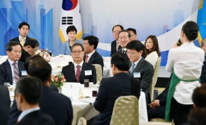 17일 청와대에서 열린 간담회에서 박근혜 대통령의 모습. - 동아일보DB 제공